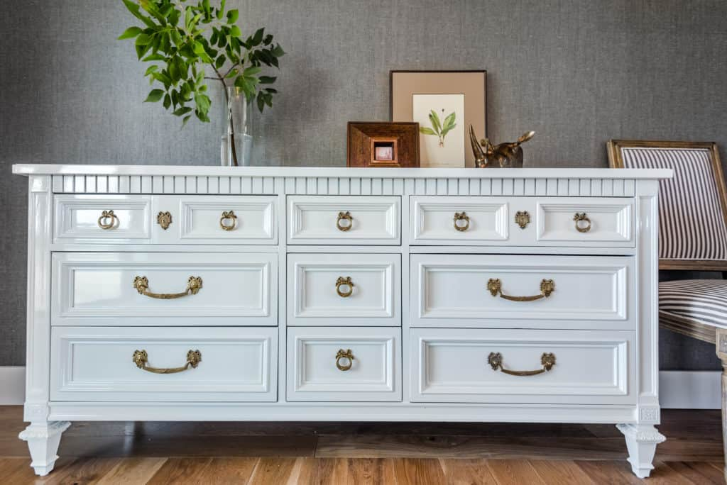 Glossy vintage Thomasville dresser in West Highland White