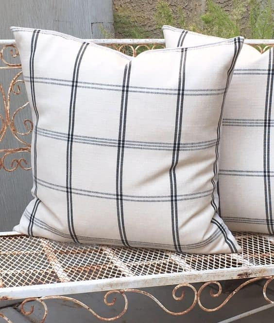Sharp black and white plaid pillow covers are a hot home trend for 2018!